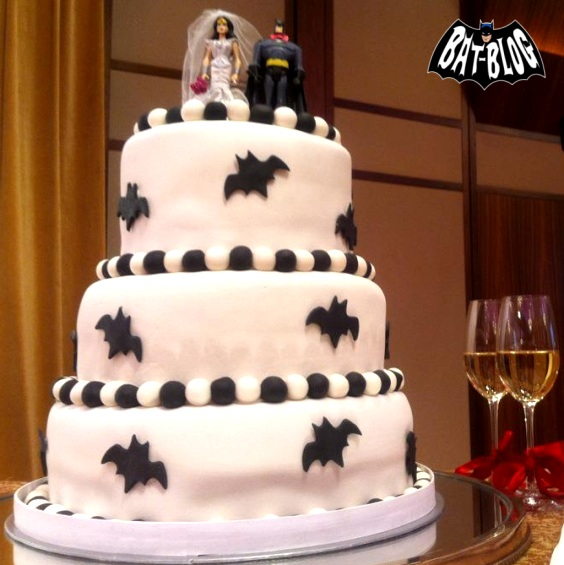 wonder woman wedding cake turn 77 batman is married to justice the carousel podcast 27587